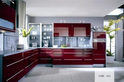 Кухня в червено с технически камък по